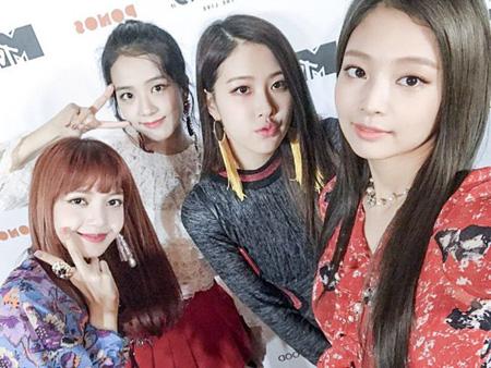 「BLACKPINK」、SBS「歌謡大祭典」で「Wonder Girls」の曲を再編曲し披露(提供:OSEN)