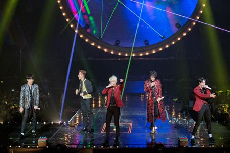 韓国ボーイズグループ「Highlight」が、6か月ぶりに単独コンサート開催に感謝の気持ちをファンに伝えた。(提供:OSEN)