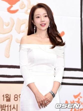 韓国女優ユンソナ(42)が韓国を離れるという報道が流れた。(提供:OSEN)
