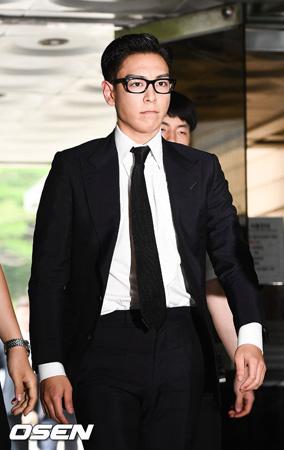 大麻吸煙容疑で有罪判決(執行猶予)を受け、社会服務要員として軍務中の「BIGBANG」T.O.P(30)に関する物議が止まらない。(提供:OSEN)