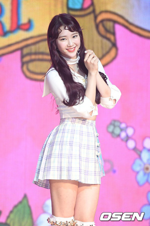 韓国ガールズグループ「OH MY GIRL」ジホ(20)がカムバックを控え、足首を負傷した。