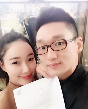 韓国の女性ポップアーティスト、ナンシー・ラン(38)の夫ワン・ジンジン氏に関する波紋が広がり、ナンシー・ランが不便な心境を打ち明けた。(提供:OSEN)