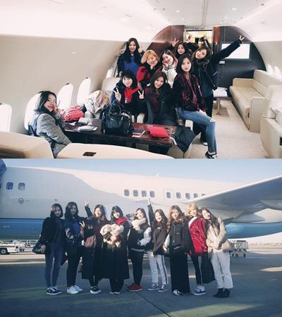 「TWICE」、チャーター機での記念写真公開! 紅白リハから韓国の音楽祭に向け大忙し(提供:OSEN)