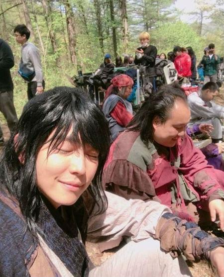 俳優ユン・ギュンサンが「2017 MBC演技大賞」授賞式で無冠に終わり、波紋を呼んでいる中、肝心の本人は自分が属していたドラマチームに切ない気持ちを示し、注目を集めている。(提供:OSEN)