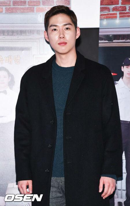 俳優ペク・ソンヒョンが本日2日、慶尚南道鎮海の海軍教育司令部に入隊し、海洋警察として国防の義務を果たす。(提供:OSEN)