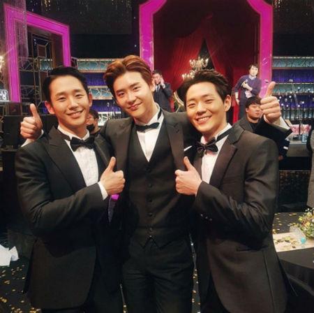仲良くポーズを取る俳優イ・ジョンソク、チョン・ヘイン、シン・ジェハ。(提供:OSEN)