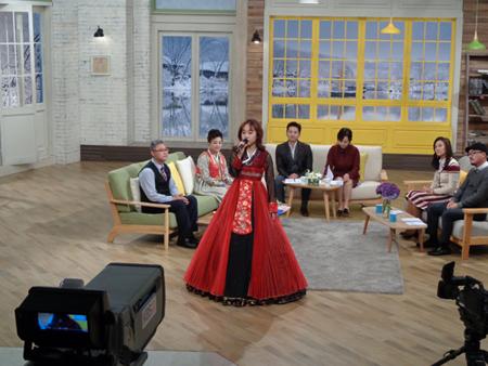 """""""天上の声""""民謡歌手クォン・ミヒ、韓国KBSの「朝の広場」で日本でのボランティア活動を告白(オフィシャル)"""