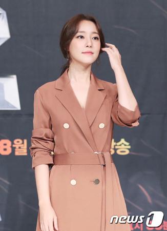 韓国ガールズグループ「RAINBOW」元メンバーで女優のコ・ウリが改名した。(提供:news1)