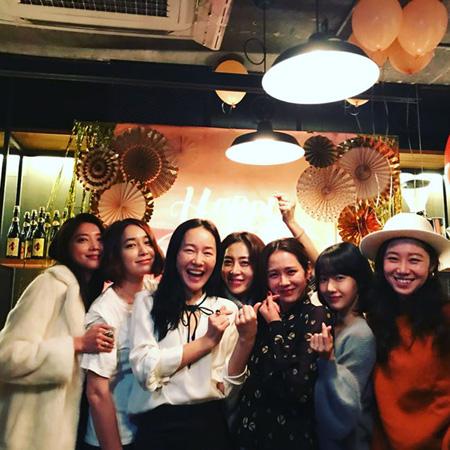 """女優ソン・イェジンの誕生日パーティー、""""豪華メンバー""""が話題(提供:OSEN)"""