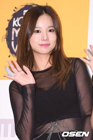 韓国ガールズグループ「EXID」メンバーのソルジが、眼窩減圧術を無事に終えて退院した。(提供:OSEN)