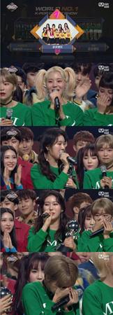 韓国ガールズグループ「MOMOLAND」が、デビューしてから初めて音楽番組で1位を獲得した。(提供:OSEN)