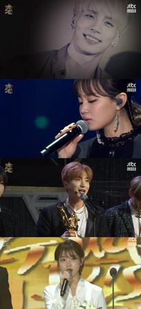 「ゴールデンディスク」の歌手陣が2日間、故ジョンヒョン(SHINee、享年27)を追慕し涙した。(提供:OSEN)