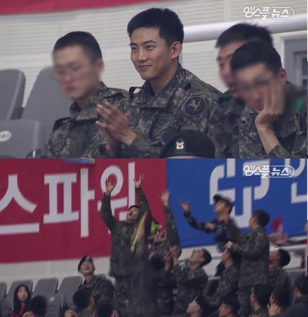 """""""軍人""""オク・テギョン(2PM、29)の近況が意外な場所で公開された。(提供:news1)"""