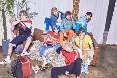 韓国アイドルグループ「防弾少年団」のアルバム「LOVE YOURSELF 承 'Her'」の販売量が149万枚を突破し歴代最多販売量で、gaonチャート年間アルバムチャート1位に輝いた。(提供:OSEN)