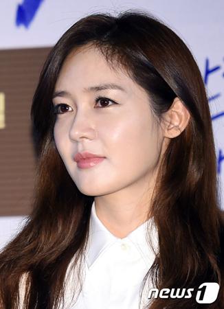 韓国女優ソン・ユリ(36)が、あるドラマの出演料を10年近く支払われていないという。(提供:news1)