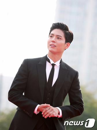 韓国俳優パク・ボゴムが、JTBCのバラエティ番組「ヒョリの民泊2」に出演する。(提供:news1)