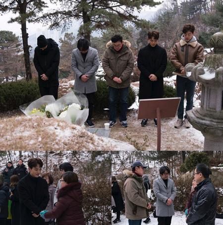 カン・ドンウォン-ヨ・ジングら映画「1987」出演者、パク・ジョンチョル烈士の墓を訪問(提供:news1)