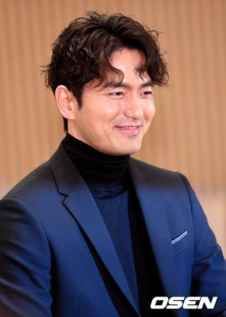"""韓国俳優イ・ジヌク(36)が""""性的暴行スキャンダル""""に関連し謝罪した。"""