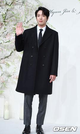 FNCエンターテインメント側が17日午後、「CNBLUE」のボーカル、ジョン・ヨンファ(28)慶煕(キョンヒ)大学大学院への特例入学騒動について公式立場を明かした。