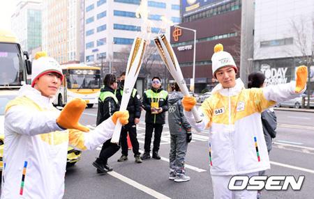 「SUPER JUNIOR」ドンへ&イェソン、平昌冬季オリンピック聖火リレーに参加 「五輪ファイト! 」