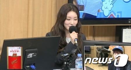 """韓国歌手チョンハが、SBSパワーFM「2時脱出カルトショー」に出演し、""""チョンハ""""という名前が改名したものであることを明らかにした。(提供:news1)"""