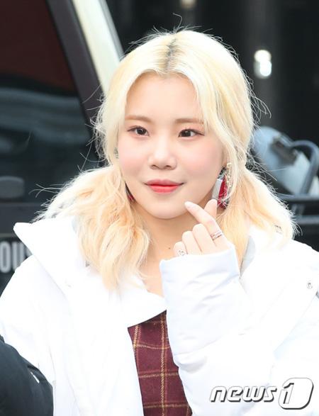 韓国ガールズグループ「MOMOLAND」のジュイが一部オンラインサイトから過去、学校暴力の加害者だったという文章が掲載され、所属事務所がこれに対して強硬対応を示唆した。(提供:news1)