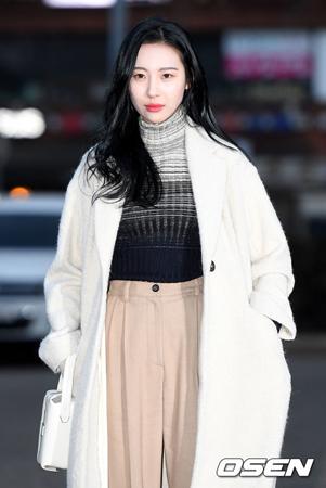 韓国歌手ソンミの新曲「Heroine」の盗作騒動に対して、THE BLACK LABEL側が「盗作ではない」と公式コメントを発表した。(提供:OSEN)