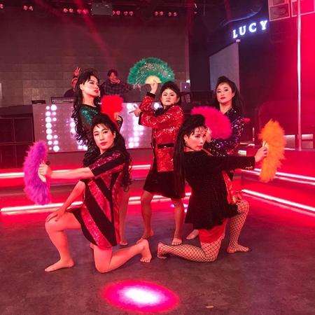 韓国女性お笑い芸人キム・シニョンが、「Celeb Five」として音楽番組「SHOW CHAMPION」に出演した時の映像が、再生回数100万回を突破したことを喜んだ。(提供:news1)