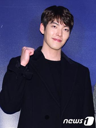 鼻咽頭がん闘病中の韓国俳優キム・ウビン(28)側が、TV朝鮮の番組で「下半期から活動が可能」という趣旨の発言があったことに対して「まだ分からない」と立場を明らかにした。(提供:news1)