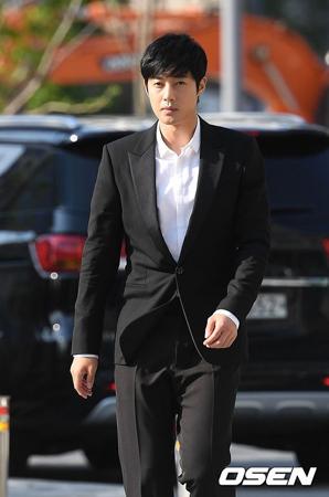 韓国検察が俳優兼歌手キム・ヒョンジュン(リダ、31)の元恋人A被告に詐欺未遂および出版物による名誉毀損容疑を適用し、懲役1年4か月を求刑した。