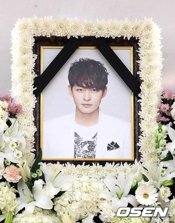 突然、この世を去った韓国俳優チョン・テス(享年33)の出棺がおこなわれた。