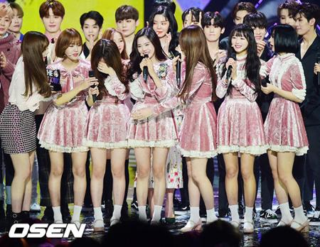 韓国ガールズグループ「OH MY GIRL」が、SBS MTVの音楽番組でデビューしてから初めて1位を獲得した。(提供:OSEN)
