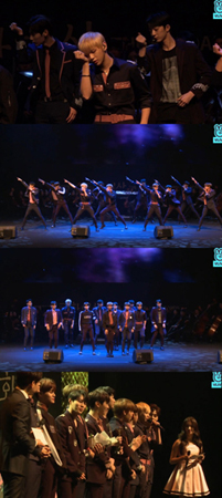 韓国ボーイズグループ「Wanna One」が、「イーデイリー文化大賞」のコンサート部門で最優秀賞を受賞し、華やかな祝賀ステージを披露した。(提供:news1)