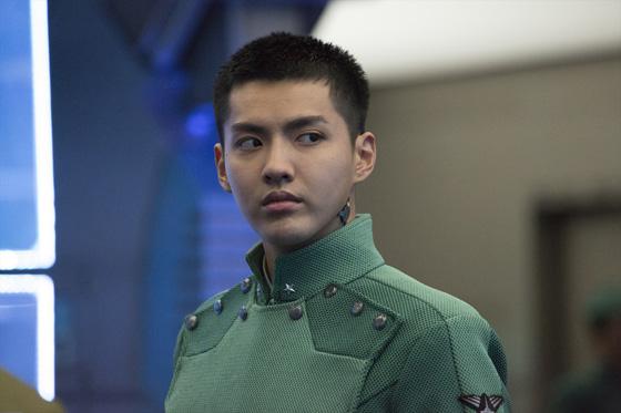 ハリウッド映画「ヴァレリアン」、クリス・ウー(元EXO)のクールな軍服姿写真公開!