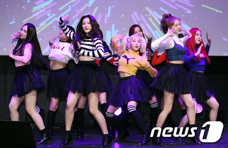 作曲家シンサドンホレンイが韓国ガールズグループ「MOMOLAND」の新曲「BBoom BBoom」盗作説に「盗作ではない」と反論した。(提供:news1)