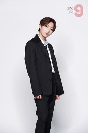 韓国オーディション番組「MIXNINE」出演のウ・ジニョンが、「少年チーム」1位でデビューを確定した。(提供:OSEN)