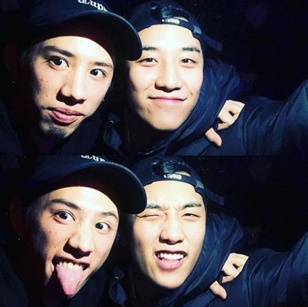 韓国の男性グループ「BIGBANG」のV.I(27)が日本の人気ロックバンド「ONE OK ROCK」のボーカルTaka(29)とのツーショット写真を公開し、話題だ。
