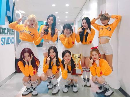 韓国ガールズグループ「MOMOLAND」が、音楽番組「Show Champion」で1位になった感想をSNSで伝えた。(提供:OSEN)