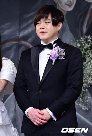 韓国歌手ムン・ヒジュン(39、H.O.T.)が、妻で「CRAYON POP」元メンバーのソユル(27)のポータルサイトリアルタイム検索ランキングの上位に入ったことに対する心境を明かした。(提供:OSEN)
