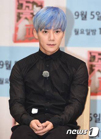 """韓国男性グループ「Sechs Kies」メンバーのイ・ジェジンのファンが、""""割り勘ファンミ""""騒動について釈明した。(提供:news1)"""