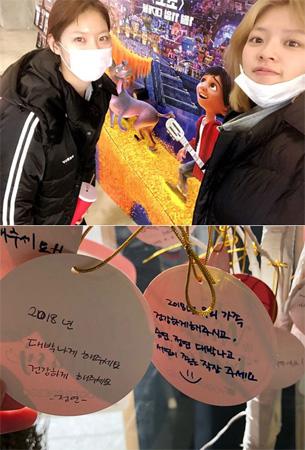 韓国女優コン・スンヨン(24)と歌手ジョンヨン(21、TWICE)姉妹がデートを楽しんだ。(提供:OSEN)