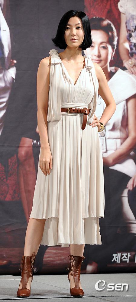 女優ソン・ヒョナ、ドラマ制作発表会欠席「まだメディアの関心が負担…申し訳ない」(提供:OSEN)