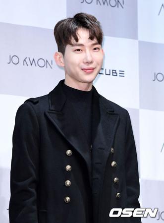 大学院卒業問題で騒動になった韓国歌手チョ・グォン(2AM)側が、公式コメントを発表した。(提供:OSEN)