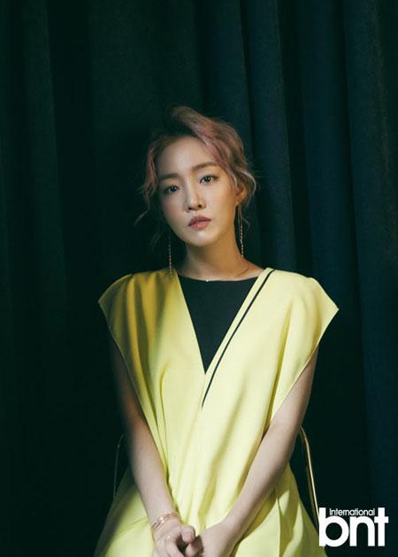 歌手ユンナ、結婚観を語る 「アラサーになり幻想が消えた…人生ずっと恋愛だけでも良い」(提供:OSEN)