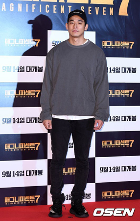 韓国歌手ペク・チヨン(41)の夫で俳優のチョン・ソグォン(32)が、警察の調査後に釈放された。(提供:OSEN)
