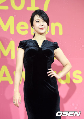 韓国歌手ペク・チヨンが、ソウル公演にて夫で俳優のチョン・ソグォンの逮捕に関して心境を明かし、涙を見せた。(提供:OSEN)