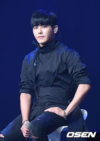 韓国アイドルグループ「INFINITE」を脱退し、俳優として活動中のイ・ホウォン(26、ホヤ)が3月に新曲を発表し、ソロデビューを飾る。