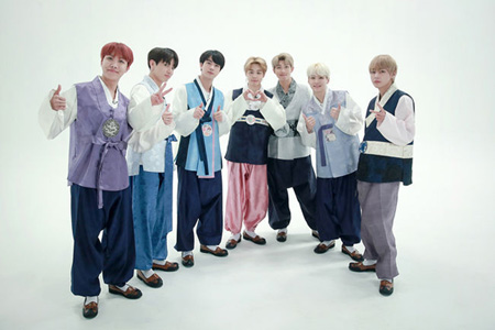 「防弾少年団」、韓服姿で旧正月のあいさつ