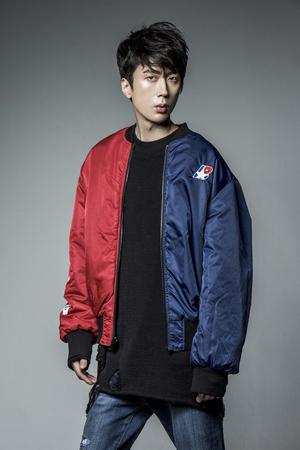 """韓国""""第1世代アイドル""""の代表となるボーイズグループ「H.O.T.」のイ・ジェウォンが、新バラエティ番組に出演する。(提供:OSEN)"""