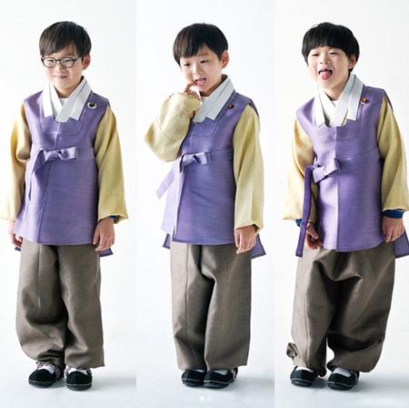 俳優ソン・イルグクの三つ子の息子、可愛らしい韓服姿を公開! (提供:OSEN)